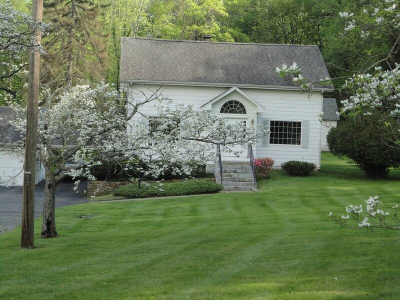 NOT A FULL HOUSE RENTAL ~ CLEAN SINGLE ROOM AVAILABLE IN BLOOMFIELD, CT, casa vacanza a Portland