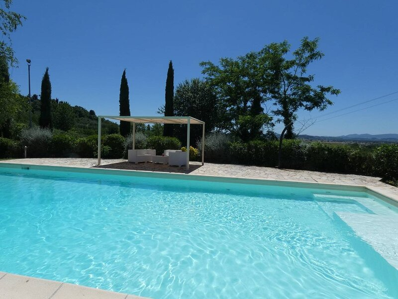 Villa Caterina, villa with exclusive pool, the ideal dream for a couple, holiday rental in Montechiari