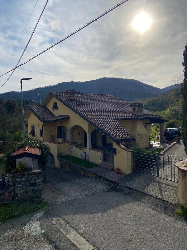 Casa immersa nella natura, location de vacances à Lusuolo