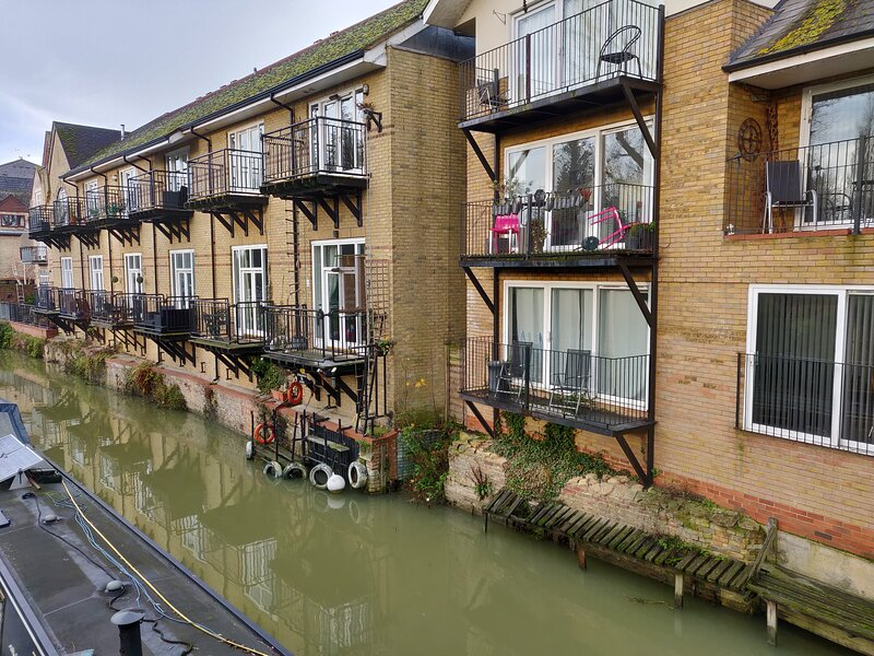 Penthouse Waterfront Apartment - St Neots, vacation rental in Huntingdon