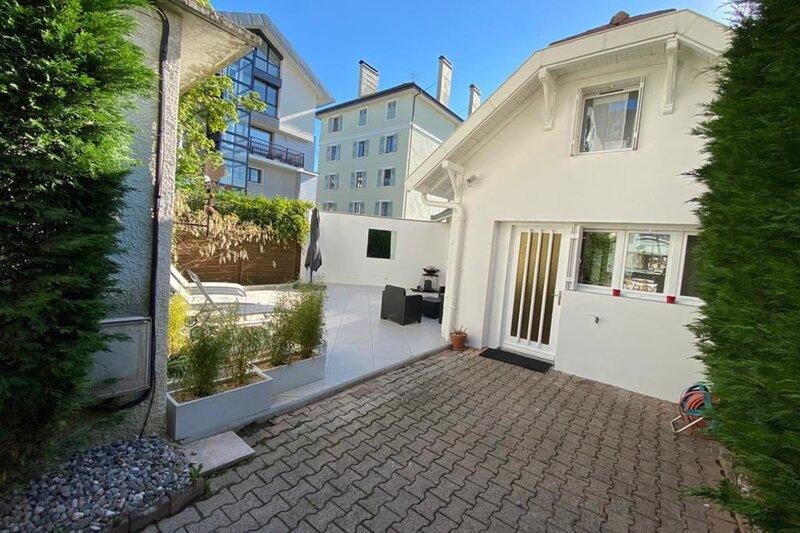 Tiny House - maison de ville au centre d'Annecy : terrasse & climatisation, vakantiewoning in Annecy