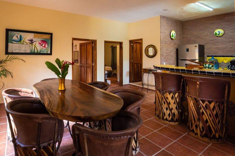 Perfect Home! beach walk distance, alquiler vacacional en Tehualmixtle