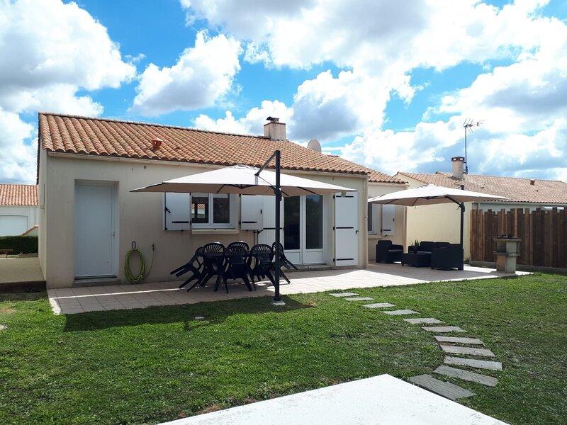 MAISON POUR LES VACANCES 4 PERSONNES, holiday rental in Poiroux