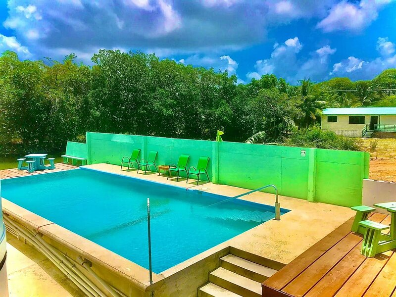 See Belize BAY Studio with INFINITY POOL, Sea View Overwater and Poolside Decks, holiday rental in Burrell Boom