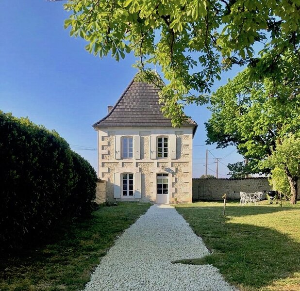 Le Pigeonnier, newly renovated gite with private pool near Cognac, holiday rental in Saint-Preuil