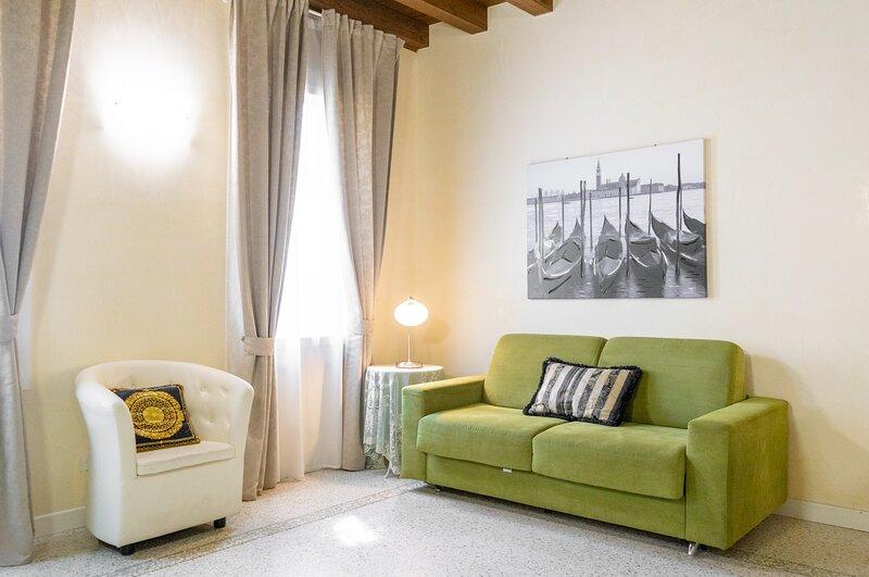 Juliet House - Luxury Apartments, vacation rental in San Pancrazio