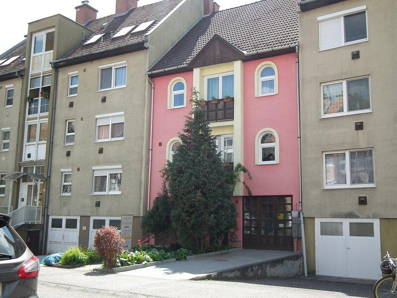 Captiva House Famiy apartman Eger, holiday rental in Eger