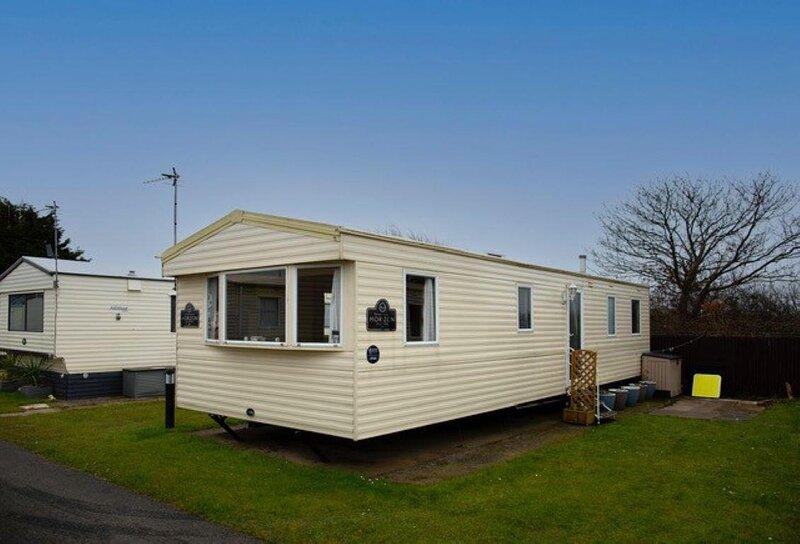 8 berth caravan to hire at Lyons Robin Hood in Rhyl ref 61044TP, casa vacanza a Kinmel Bay