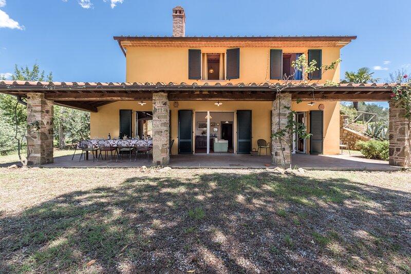 Villa with pool in the heart of Tuscany, alquiler de vacaciones en Lucignano