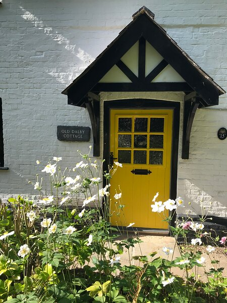 Beautiful 18th Century Cottage at the heart of old English country village, holiday rental in Melton Mowbray