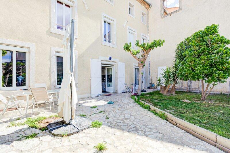 Nice apartment with garden & Wifi, alquiler vacacional en Salles d'Aude