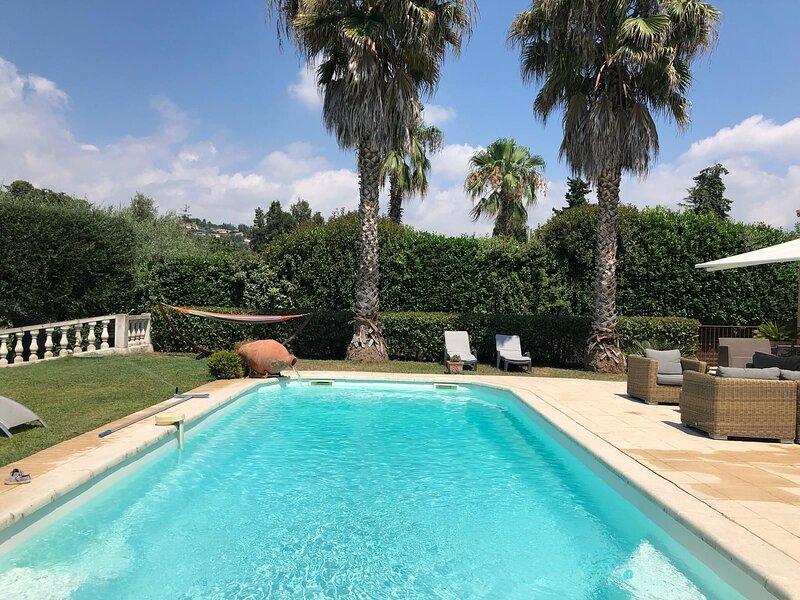 Amazing villa with swimming-pool, location de vacances à Mougins