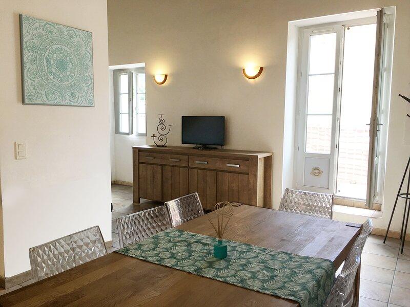 Casa Corsa - maison en ville 2/8 pers avec grande terrasse, location de vacances à Vénaco