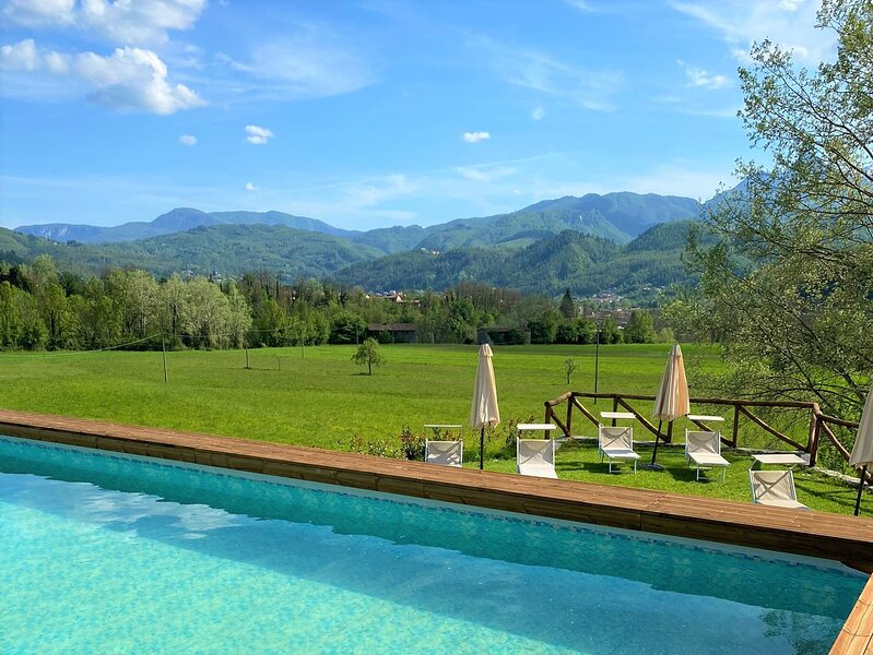 New! Solceta, lovingly restored cottage, private pool, stunning views, WIFI, holiday rental in Castiglione di Garfagnana