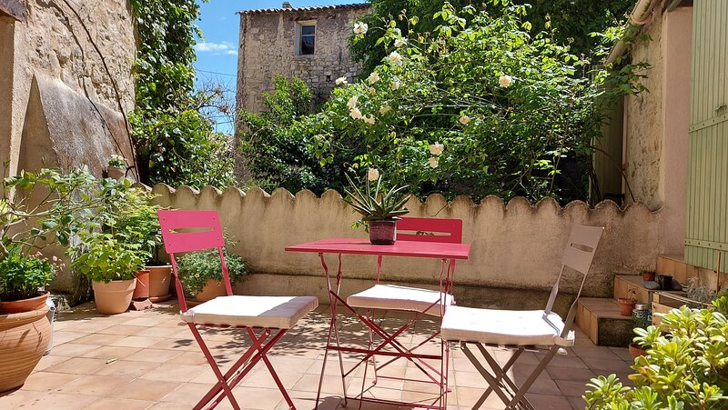 Charming gite in the heart of the old town of Forcalquier, casa vacanza a Forcalquier