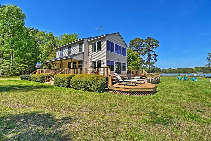 NEW! Waterfront Home: Kayak, Canoe, Grill + More!, holiday rental in Ware Neck