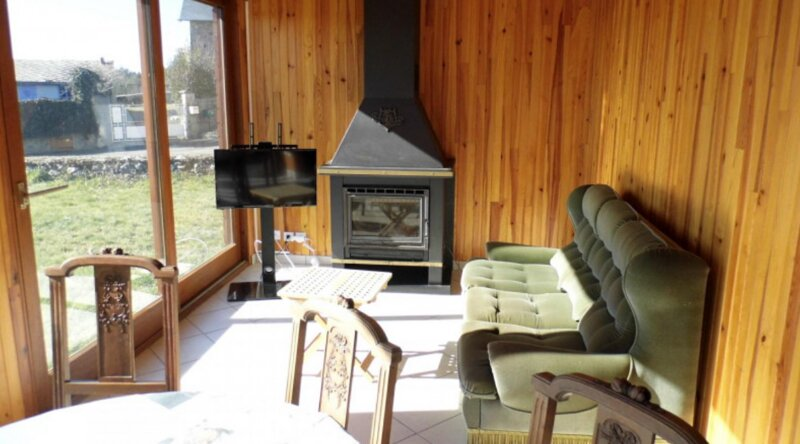 Beautiful chalet with terrace, holiday rental in Soursac
