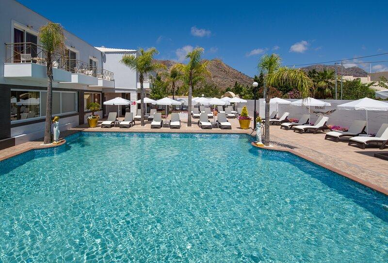Paradice Hotel Luxury Suites 18, alquiler vacacional en Stavros