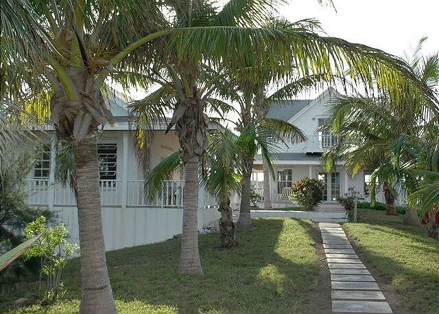 Private 12 Acre Beachfront Home on a World Renowned Pink Sand Beach, vakantiewoning in North Palmetto Point