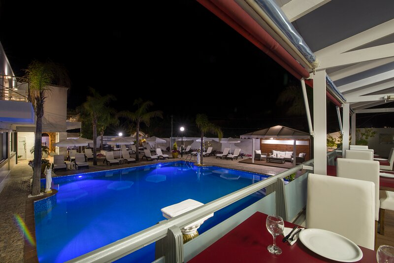 Suite Room For 5, vacation rental in Stavros