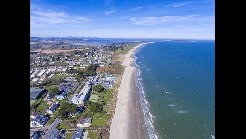 RECOMMENDED 4 Star Seaside Apartment Near Golf, Beach & The Famous Kelly's Hotel, location de vacances à County Wexford