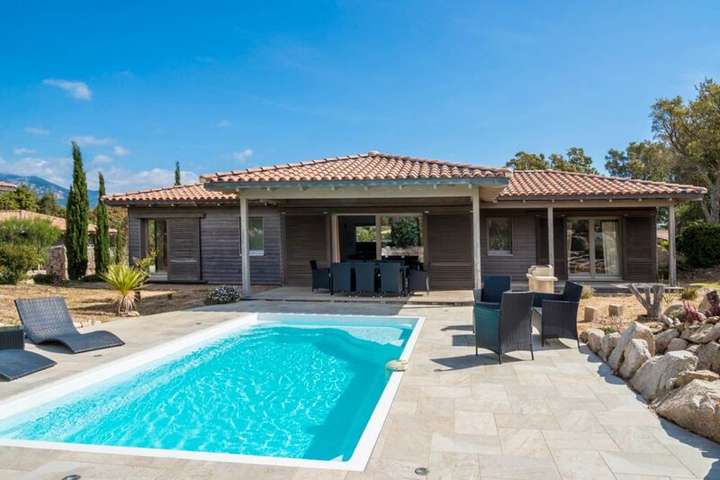 Villa ' Les chênes lièges ' with private pool between sea and mountain, holiday rental in Piscia