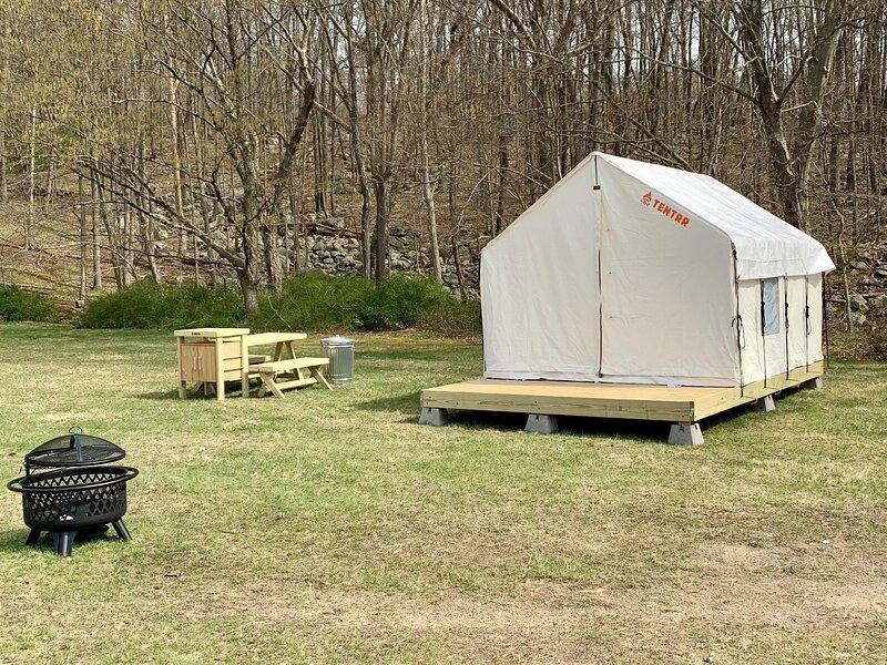 Tentrr State Park Site - Harriman State Park Sebago Cabins - Recreation Field, aluguéis de temporada em Cortlandt Manor