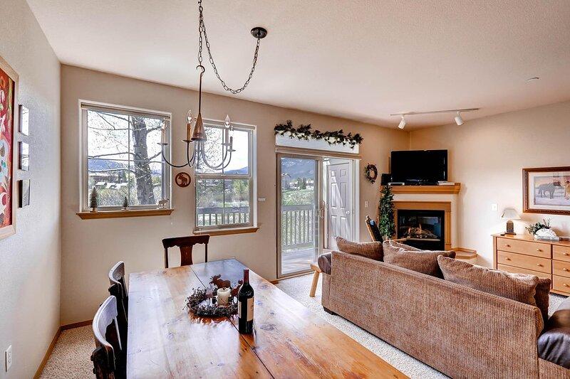Flooring,Indoors,Living Room,Room,Hardwood
