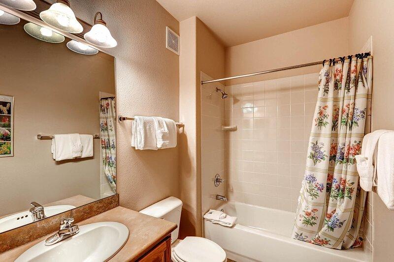 Room,Indoors,Bathroom,Sink,Tub