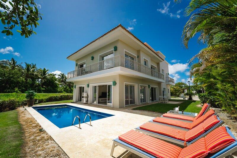 Villa Lagoon own Pool Beach BBQ WiFi Gym Golf Guard Parking, location de vacances à Bavaro