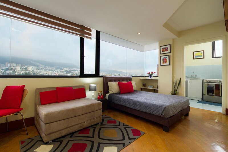STUDIO FOR 2-VIEW THE PICHINCHA-FREE WI-FI CABLE, holiday rental in Conocoto