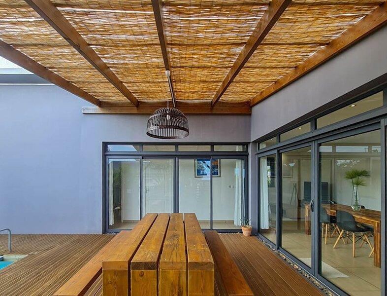 Moderne, lumineuse, maison entre mer et montagne., location de vacances à Le Tampon
