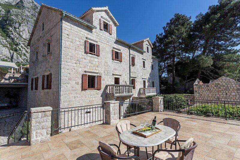 Marovici Villa Sleeps 13 - 5822704, holiday rental in Orahovac