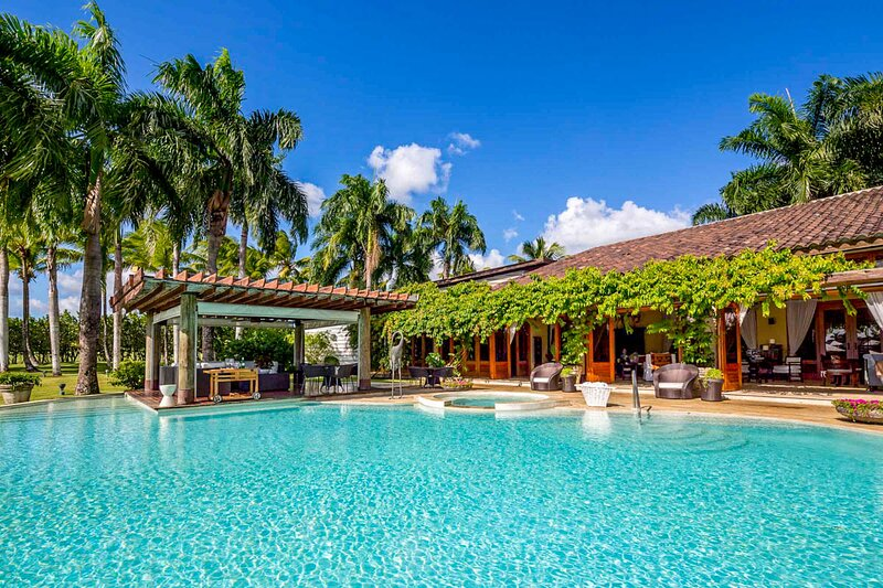 Cajuiles Villa Sleeps 12 with Pool and Air Con - 5793210, holiday rental in El Limon
