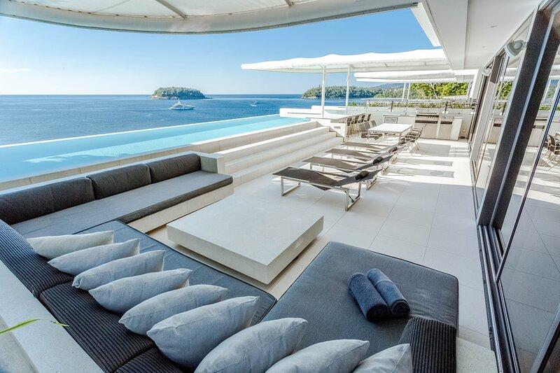 Kata Villa Sleeps 12 with Pool and Air Con - 5812042, casa vacanza a Kata Noi Beach