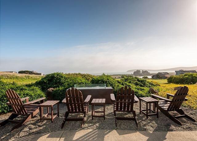 Walk to the Beach! Ocean-View Bodega Harbour Estate w/ Private Hot Tub, holiday rental in Bodega Bay