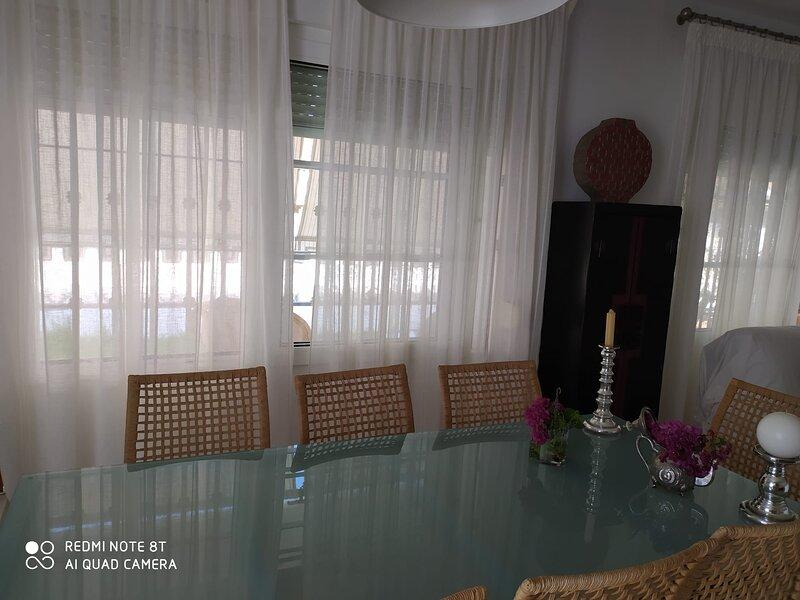 Precioso Chalet independiente a 20 pasos de la playa, holiday rental in Cartaya