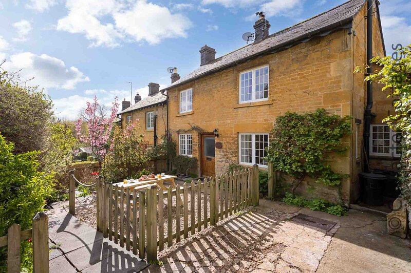 Jackdaw Cottage is a charming honey-coloured traditional cotswold stone cottage, alquiler vacacional en Moreton-in-Marsh