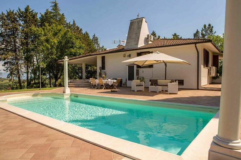 Cottage Del Grifone Rosso, holiday rental in Foce