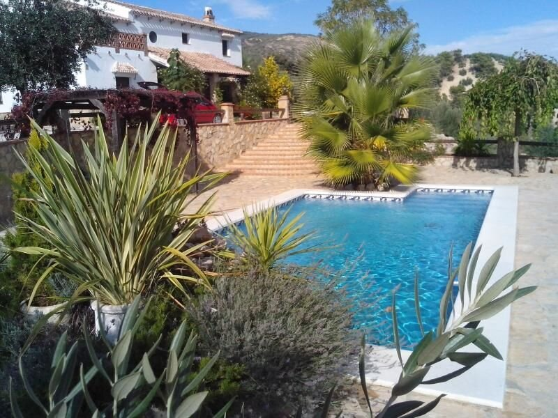 Amazing villa with swimming-pool, holiday rental in Almedinilla