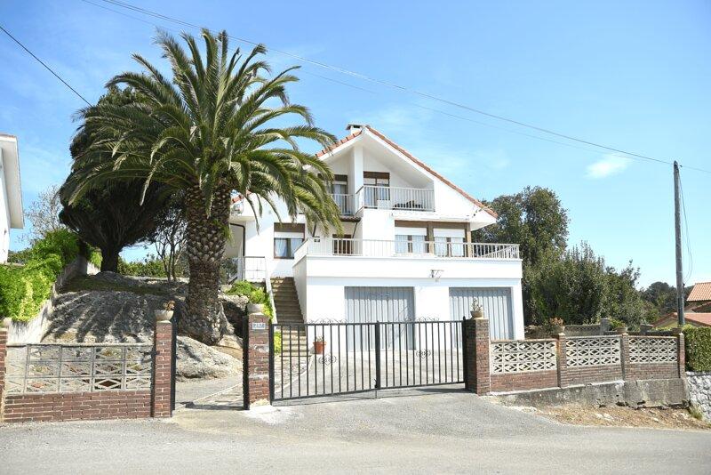 Impresionante Casa a 5 min de la Playa con Vistas, vacation rental in Hazas de Cesto
