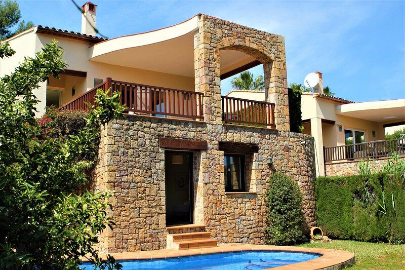Villa LaSella by WestbeckVillas, holiday rental in Pamis