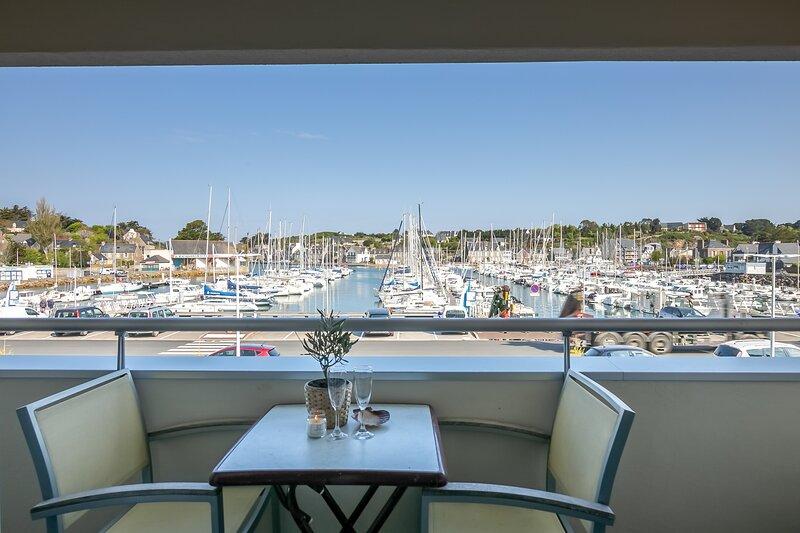 La Chaloupe - Appartement avec balcon vue sur le port, location de vacances à Morieux