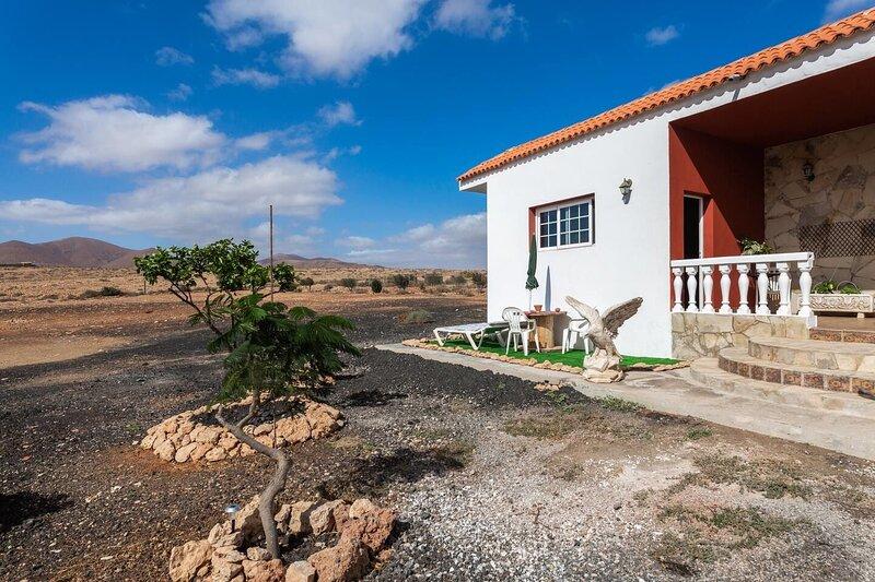 Beautiful studio with garden & Wifi, holiday rental in Casillas de Morales