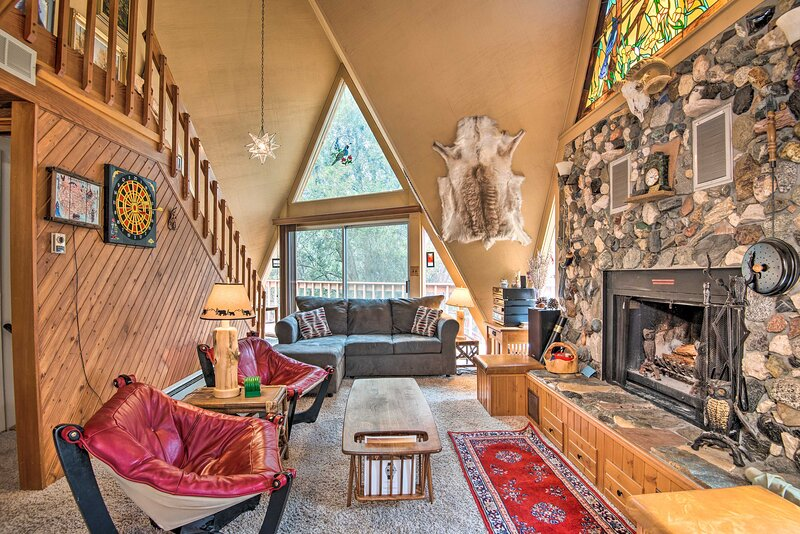 'Star House' in Pine Mtn Club - 20 Mins to Skiing!, alquiler vacacional en Frazier Park