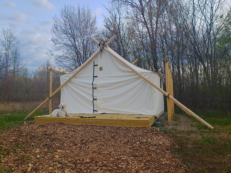 Off Map Glamping, holiday rental in Gobles