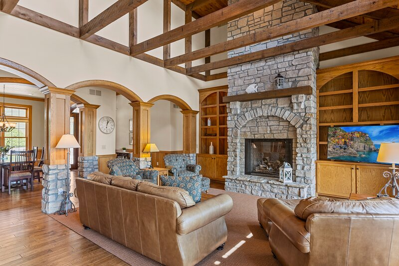 Birdnest - A Luxury Vacation Experience, holiday rental in Climax Springs