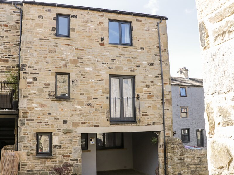 9 NAVIGATION SQUARE, three storey townhouse, open plan living, in Skipton, Ref, holiday rental in Stirton