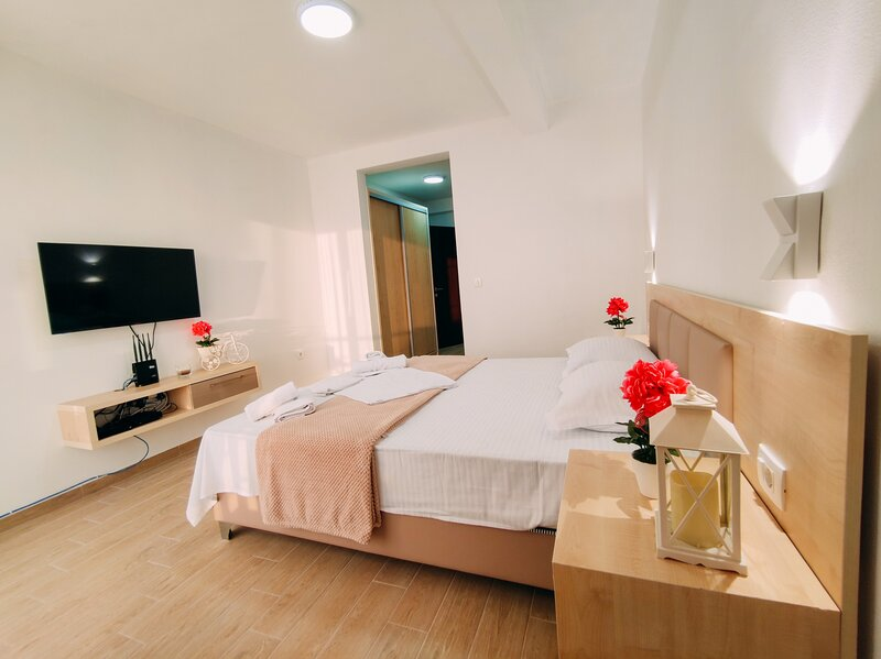 Sea view Belga Premium Apartments - Deluxe One-Bedroom Apartment with Balcony, holiday rental in Ulcinj Municipality