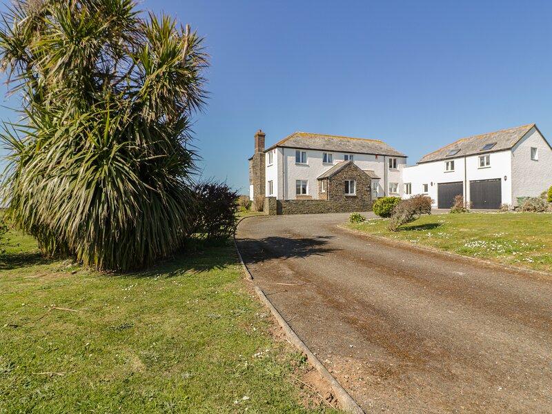 PENHALLICK HOUSE, large/spacious, Tintagel, holiday rental in Trebarwith